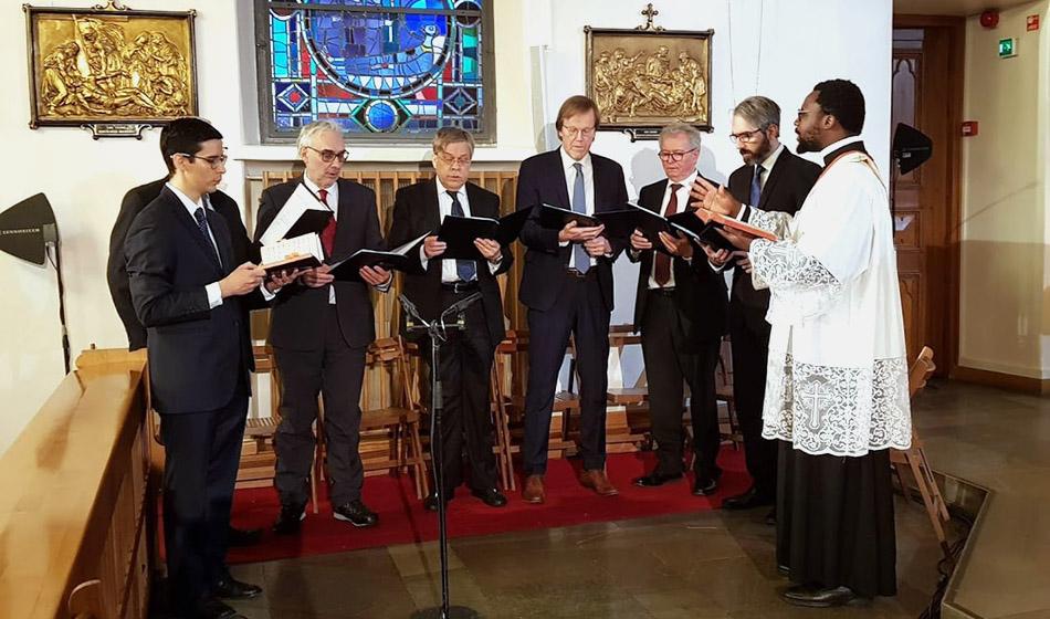 Svenskspråkig tv-mässa i Sankt Henriks katedral
