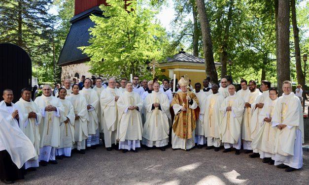 Papistossa paljon vaihdoksia