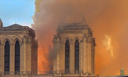 Notre Dame liekeissä