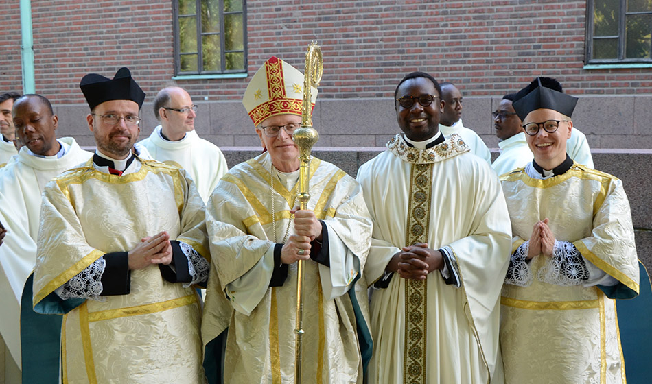Uuden papin esittäytyminen