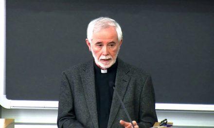 Jesuiittaprofessori vierailee Helsingissä