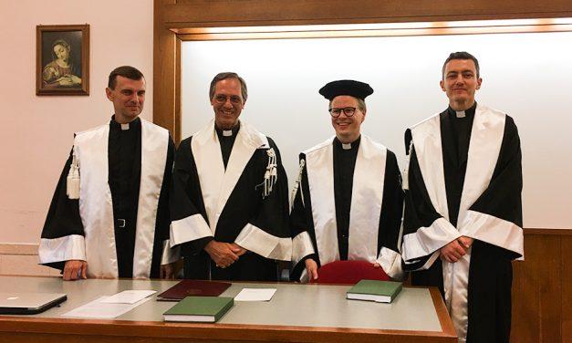 Isä Juurikkala tohtoriksi Roomassa