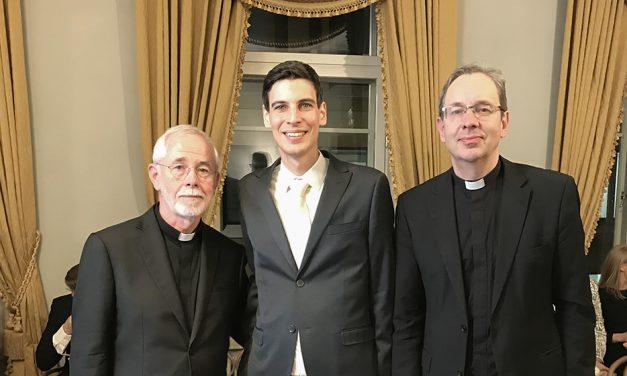 Emil Anton väitteli Ratzingerin uskontoteologiasta