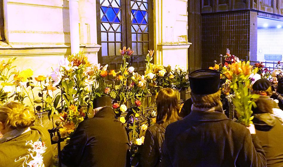 Kukkien avulla antisemitismiä vastaan