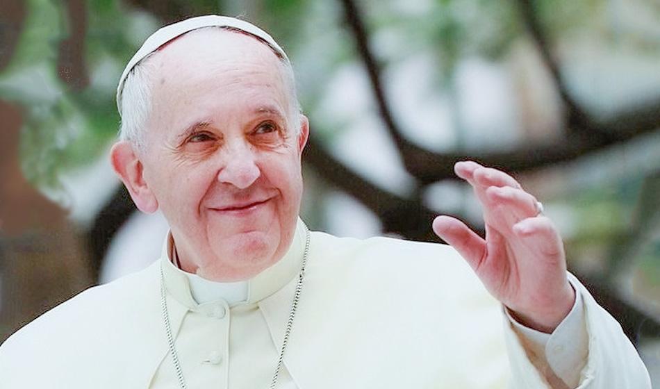 """Paavi helluntaina: """"Ihmiset ovat  Pyhän Hengen temppeleitä, ei talous"""""""