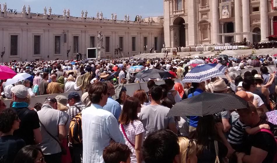 Katolilaisten määrä kasvaa: 1,345 miljardia