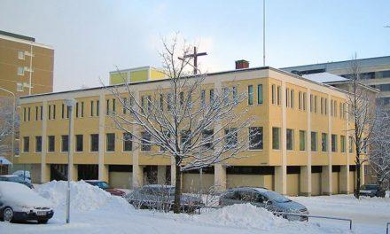 Tampereen papisto koronaeristyksessä