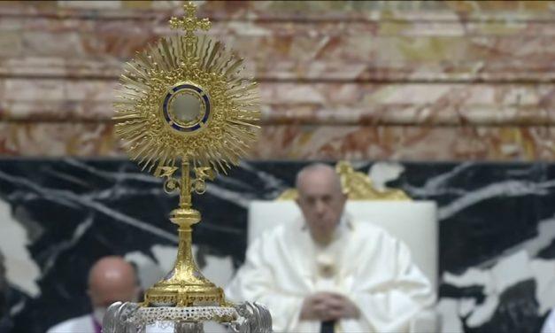 Paavi Corpus Christi -juhlassa: Leipää, joka murretaan toisten hyväksi