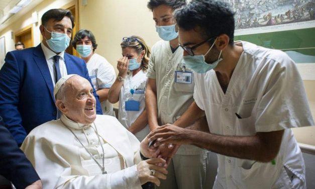 Paavi Franciscus: Nuoret ja vanhat yhdessä